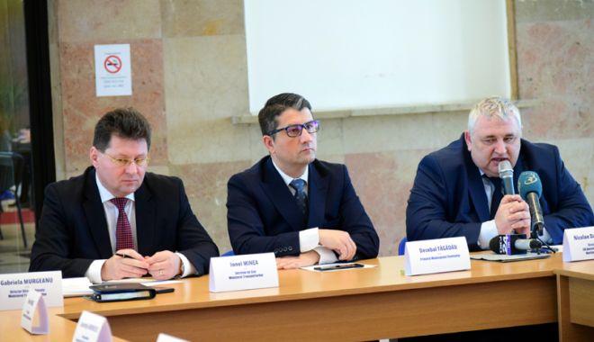 Foto: Portuarii construiesc strategia de relansare a transporturilor navale românești