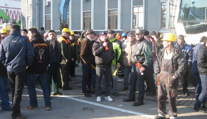 Foto: Portuarii constănţeni reiau protestele la Ministerul Transporturilor
