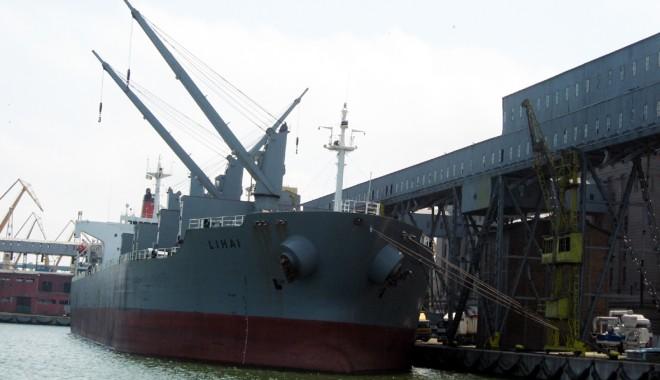 Foto: Portul Constanţa pompează grâne, în draci, la export