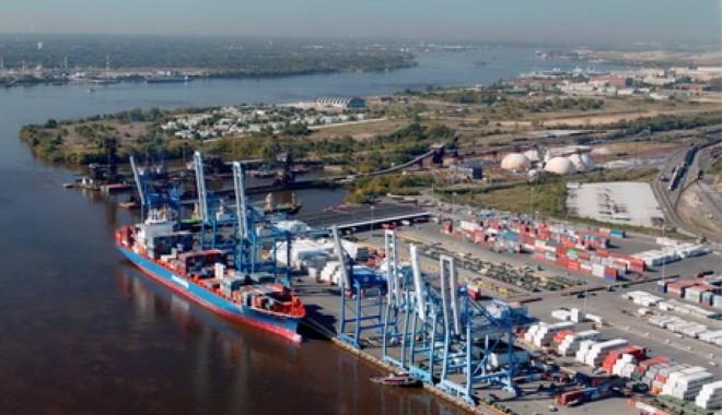 Foto: Portuarii  din Ungaria vizitează  portul Constanţa