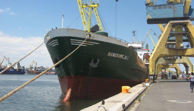 Foto: Portul Constanța face eforturi să depășească recordul de trafic de mărfuri din 1988