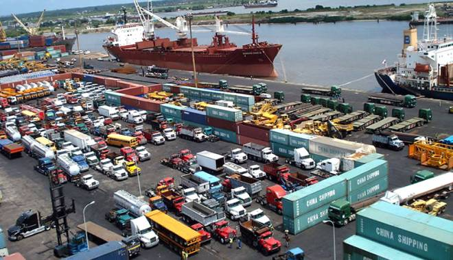 Foto: Porturile nigeriene sunt tot mai periculoase pentru navigatorii români