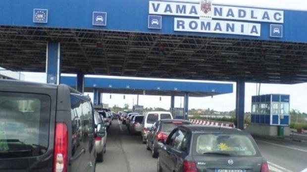 Foto: Potop de români la granițele țării
