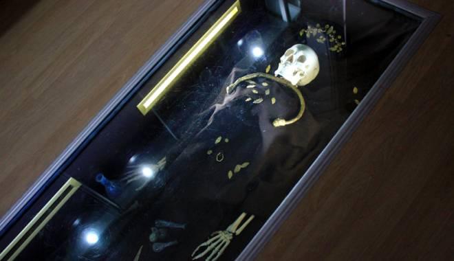 Galerie FOTO. Mormântul