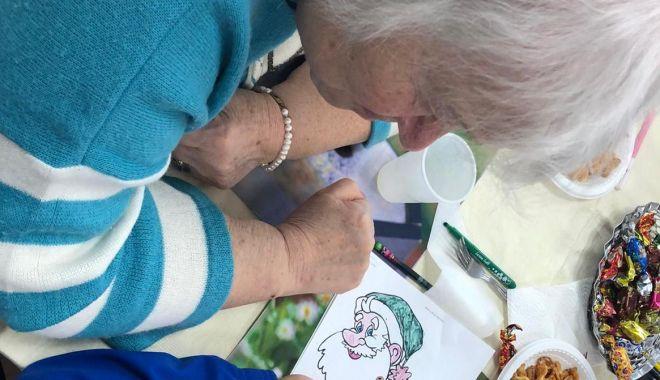 Foto: Povești și clipe frumoase alături de bunicii din Căminul pentru persoane vârstnice