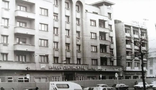 """Foto: Arhiva de Aur """"Cuget Liber"""". Scandalul Continental şi ruinele din mijlocul oraşului"""