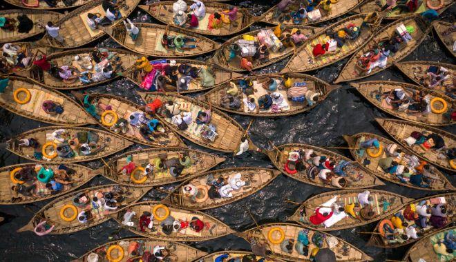 Carambol cu bărci într-o capitală asiatică. Imagini surprinzătoare din Bangladesh - poza-1618045019.jpg