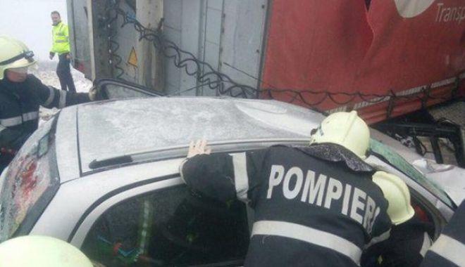 Foto: TRAGEDIE RUTIERĂ! O femeie a murit, iar fiica sa este în comă, după ce un TIR pătruns pe contrasens a făcut ravagii