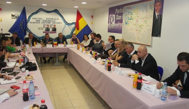 Partidul Poporului şi-a propus să ia 20% la alegerile parlamentare, la Constanţa - ppdd-1351891201.jpg
