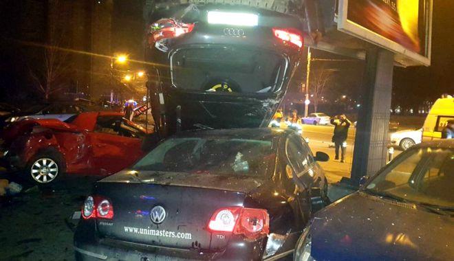 O şoferiţă a făcut prăpăd în zona Gării CFR. A lovit nouă maşini - prapad1-1518546526.jpg