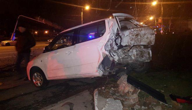 O şoferiţă a făcut prăpăd în zona Gării CFR. A lovit nouă maşini - prapad2-1518546572.jpg
