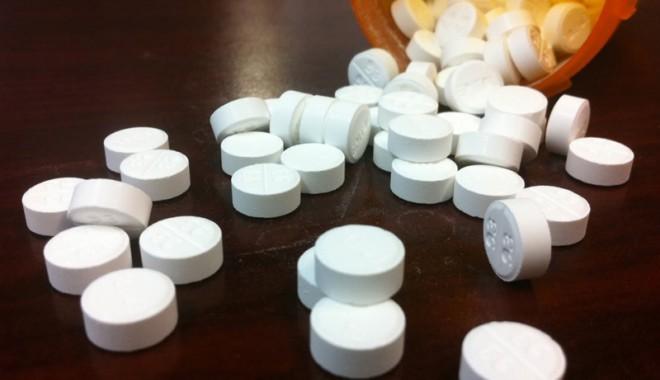 Foto: Precursorii de droguri, în atenţia specialiştilor antidrog