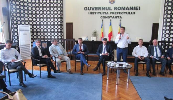 Foto: Primarii din Constanţa, întâlnire cu furnizorii de energie electrică şi gaze naturale