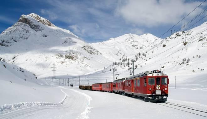 """Foto: Pregătiţi săniuţele şi schiurile! Cu """"Trenurile Zăpezii"""", în staţiunile montane"""