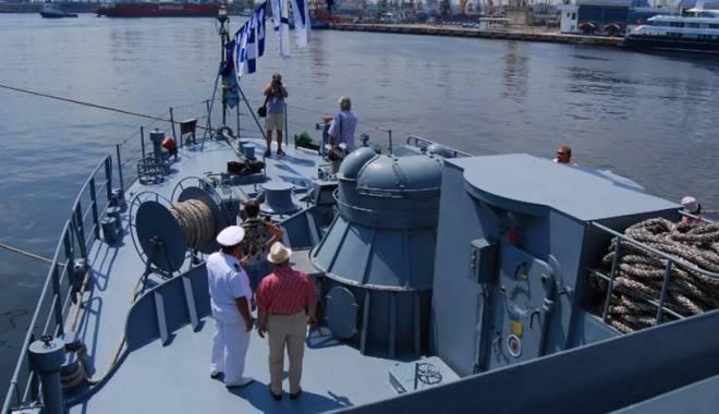 """Foto: Premieră în Forţele Navale. Dragorul """"Nicolescu"""",  pe Canalul Korint"""