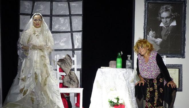 """Foto: Iubitorii de teatru, invitați la o nouă premieră: """"Veethoven…, făi!"""""""