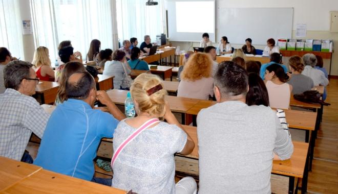 """Foto: Simpozion de didactici noi, organizat de Universitatea """"Ovidius"""""""