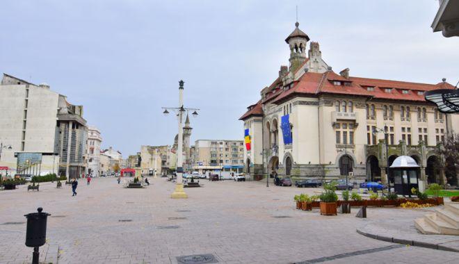 Foto: Premieră la Constanţa.  Târg de Crăciun în Piața Ovidiu