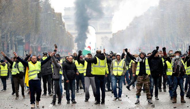 Foto: Premierul francez anunţă înlocuirea şefului poliţiei din Paris