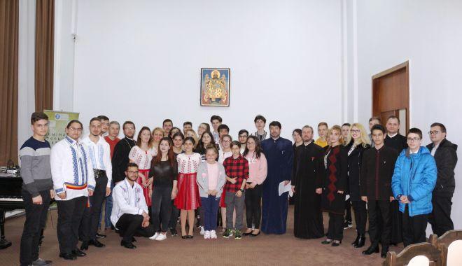 Foto: Premii pentru elevii Seminarului Teologic