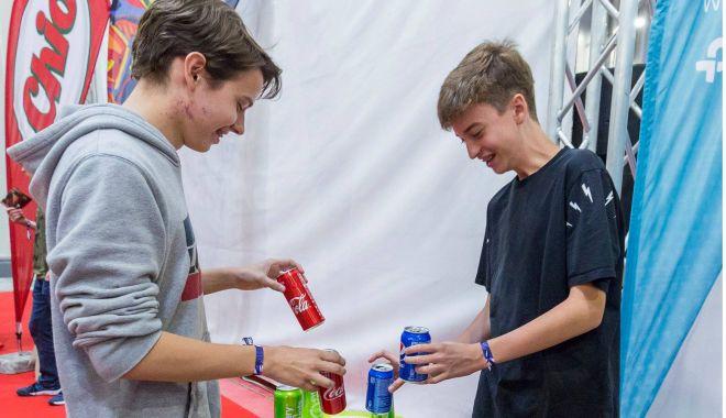 Foto: Premii pentru turiştii cu spirit ecologic. Bere gratis pentru dozele colectate
