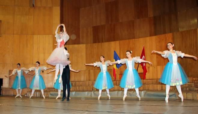 Foto: Premii valoroase  pentru secţia coregrafie  a Colegiului de Arte