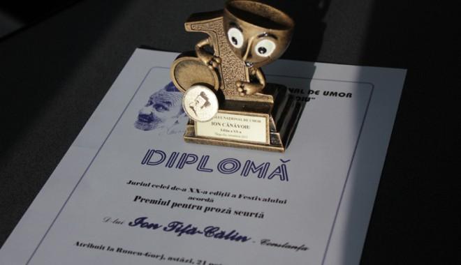 Foto: Jurnalistul Ion Tiţa-Călin,  premiat la Festivalul Naţional de Umor