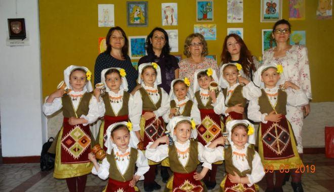 """Premiul I pentru copiii de la Grădiniţa """"Steluţele Mării"""" - premiuli1-1557696876.jpg"""