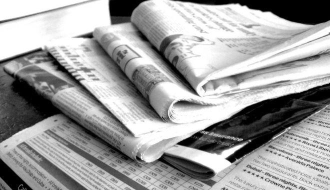 Foto: Jurnalişti disponibilizaţi, redacţii în mare dificultate. Şi totuşi, cine face bani de pe seama lor?
