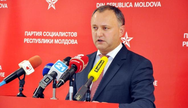 Foto: Preşedintele Igor Dodon, întâmpinat cu proteste la venirea de la Moscova
