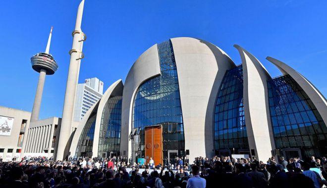 Foto: Preşedintele Erdogan  a inaugurat  cea mai mare moschee  din Germania