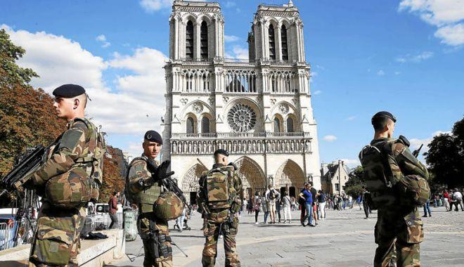 Foto: Preşedintele Macron creşte mobilizarea militarilor  în cadrul operaţiunii Sentinelle