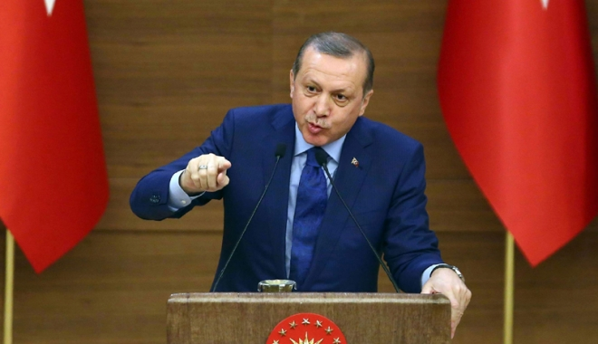 Foto: Preşedintele Turciei validează o revizuire a Constituţiei