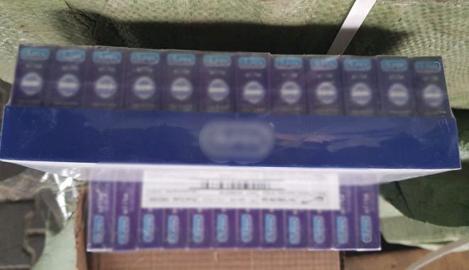 Foto: 144.000 pachete cu prezervative, confiscate la Constanţa!