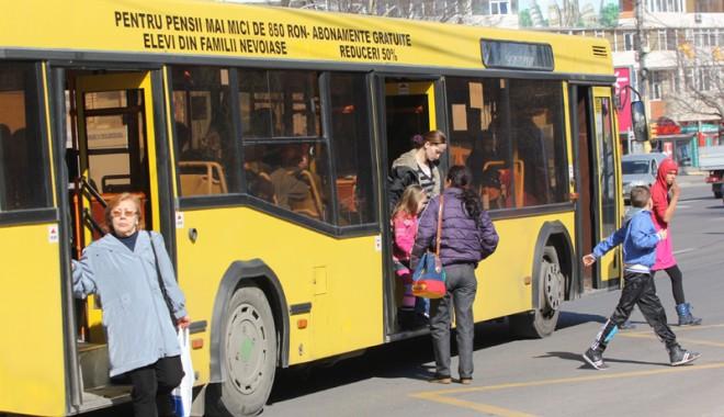 Foto: Prima cursă a autobuzelor RATC, la ora 12,00