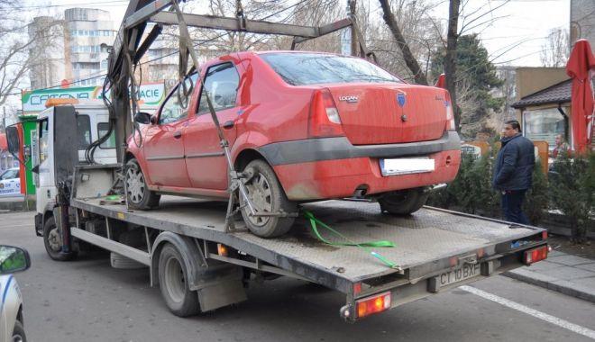 Foto: Primăria Constanța a dispus ridicarea mașinilor parcate neregulamentar. Cât vă costă să le recuperați