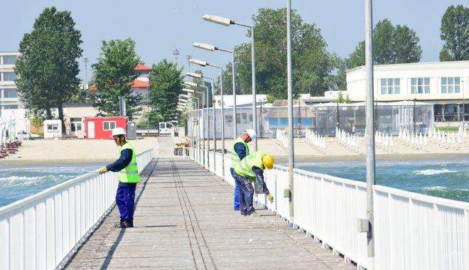 Foto: Primăria Constanța face reparații la pasarela din Mamaia