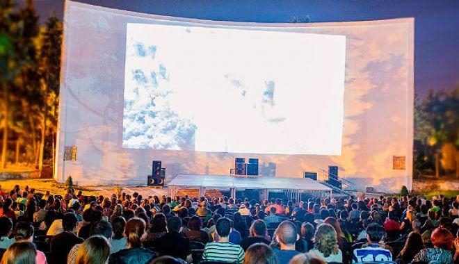 Foto: Primăria Constanța transformă faleza Cazinoului în cinema în aer liber