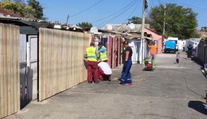 Foto: Primăria Constanța schimbă gardurile constănțenilor de pe strada Semănătorului