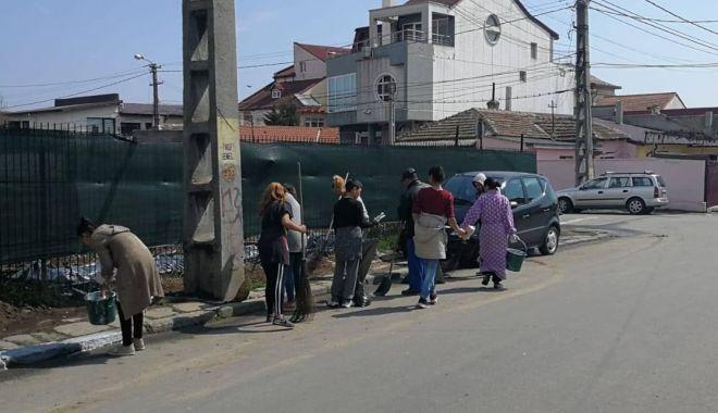Foto: Primăria Constanța a scos la muncă romii din cartierul Anadalchioi