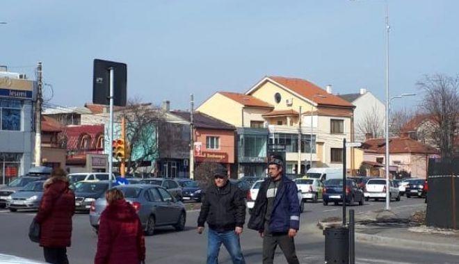Foto: Primăria Constanța a dat startul acțiunii de tăiere a cablurilor de pe stâlpi