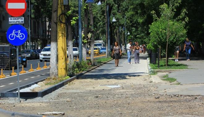 Foto: Stâlpii de beton de pe bulevardele Tomis şi Ferdinand vor fi demontaţi