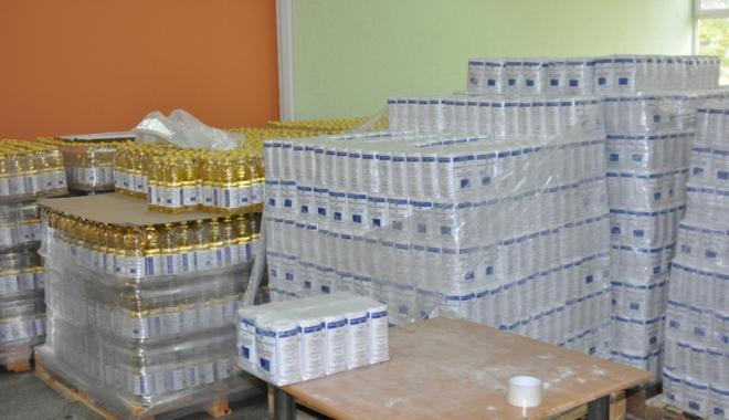 Foto: Primăria Năvodari distribuie pachetele cu alimente de la UE