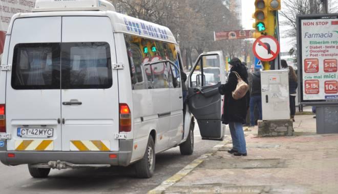 """Foto: Afacerea """"Maxi-taxi"""" stă să explodeze! Cum pot fi pierdute licenţele"""