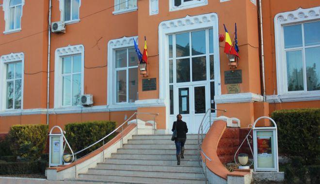 Foto: Primăriile din Medgidia și Cernavodă, gazde pentru Avocatul Poporului