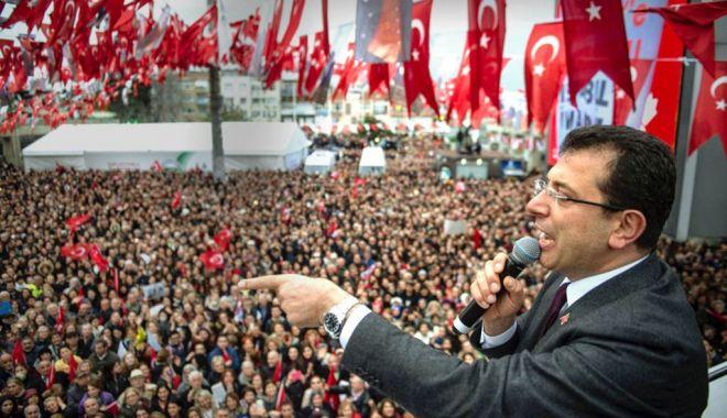 Foto: Primarul Istanbulului califică drept trădare anularea alegerii sale
