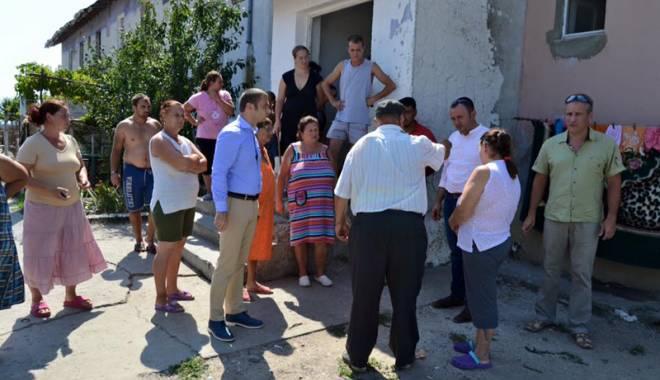 Primarul Cristian Radu, faţă în faţă cu locuitorii din Mangalia - primarulcristianradufatainfata-1441213169.jpg