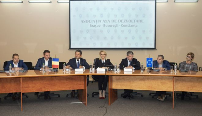 """Foto: Primarul Decebal Făgădău  a semnat actul constitutiv al Asociaţiei """"Axa de Dezvoltare Braşov-Bucureşti-Constanţa"""""""