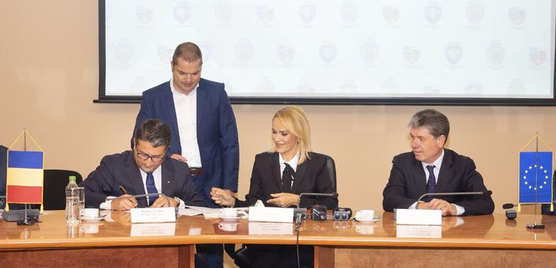 Primarul Decebal Făgădău  a semnat actul constitutiv al Asociaţiei