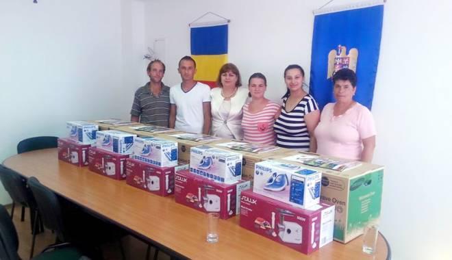 Primarul Gabriela Iacobici, alături de cei care își întemeiază o familie în comuna Grădina - primarulgabrielaiacobicialaturid-1437747821.jpg